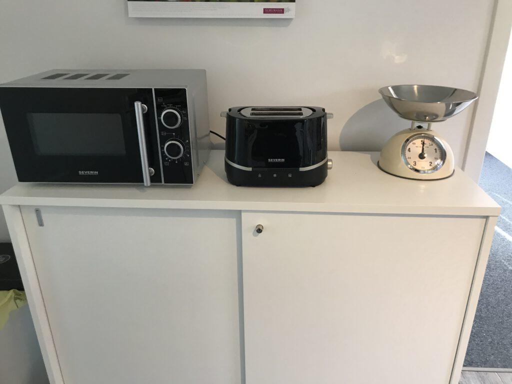 """Grundrisse und Ansichten der """"Villa Aldenburg"""" - Die Küche bietet zudem viel Stauraum für Töpfe, Pfannen, Geschirr, Gläser, Besteck usw."""