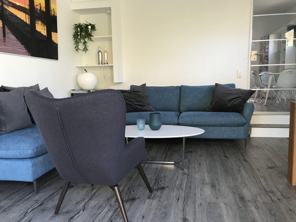 Das Wohnzimmer ist mit einer Fußbodenheizung ausgestattet